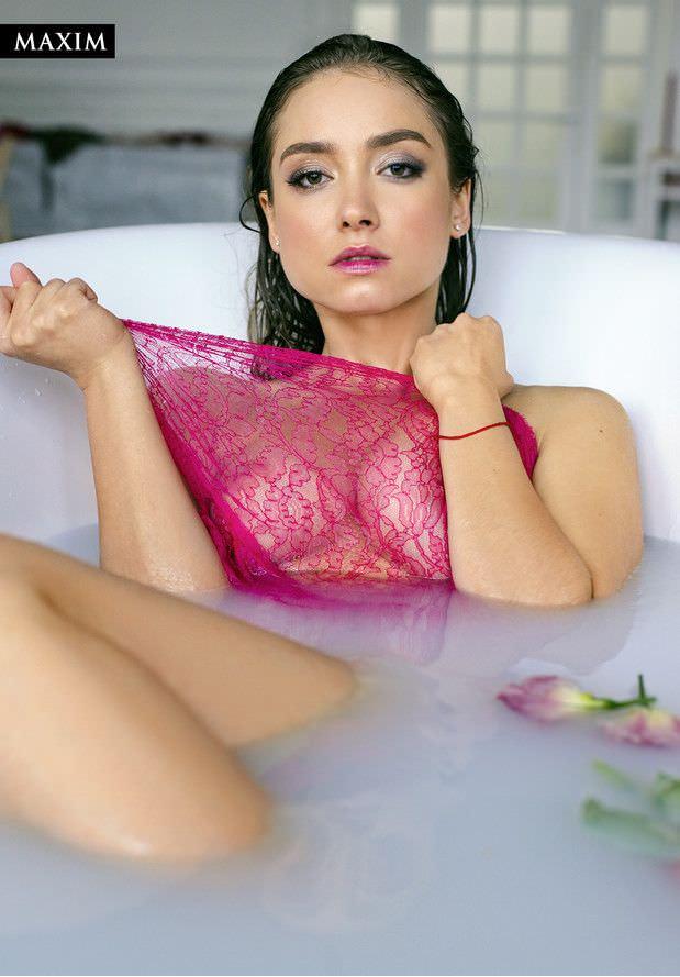 Юлия Маргулис фото в боди