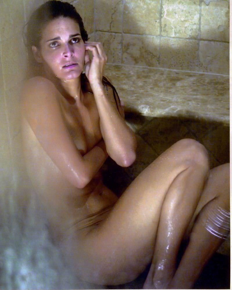 Энджи Хармон фото в ванной