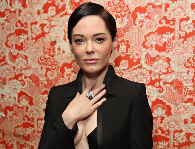 Роуз Макгоуэн фото в пиджаке
