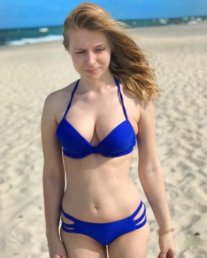 Ольга Вастикова фото в синем бикини