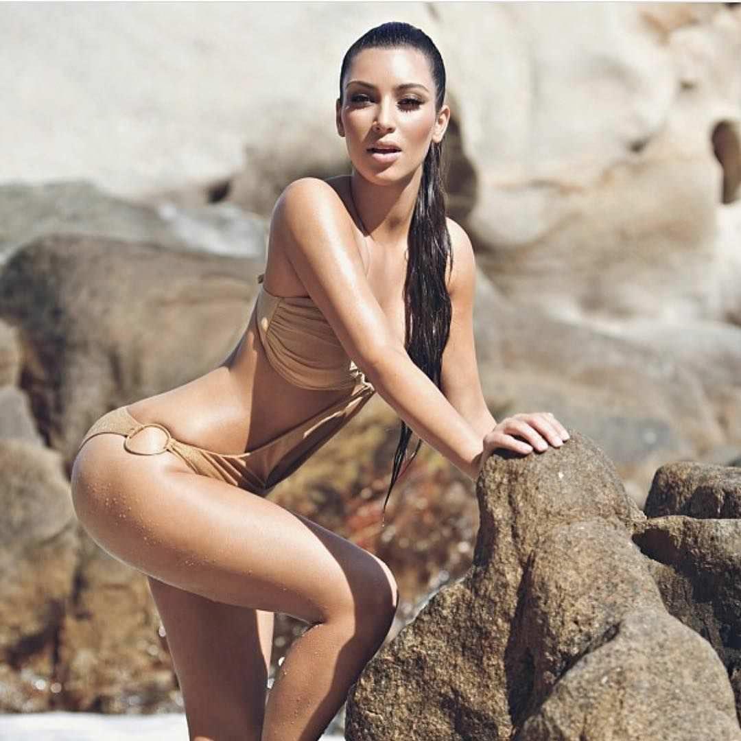 Ким Кардашян фото на камнях