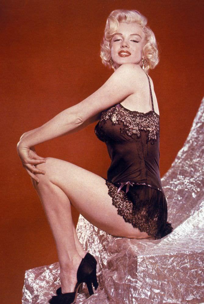 Мэрилин Монро фото в кружевной сорочке