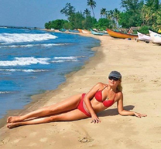 Мария Порошина фото на пляже в купальнике