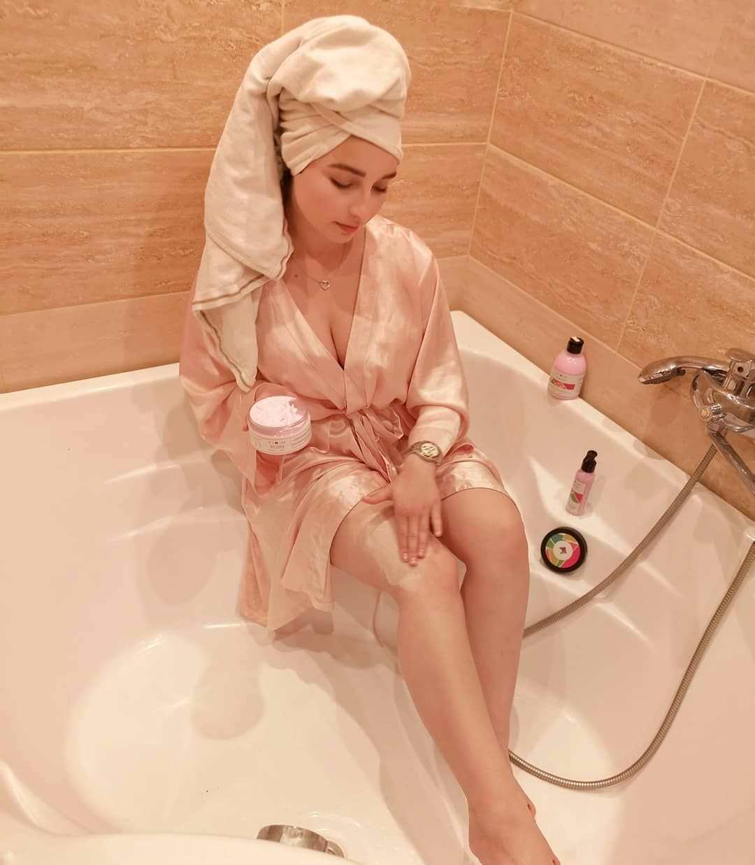 Елена Делигиоз фото в ванной