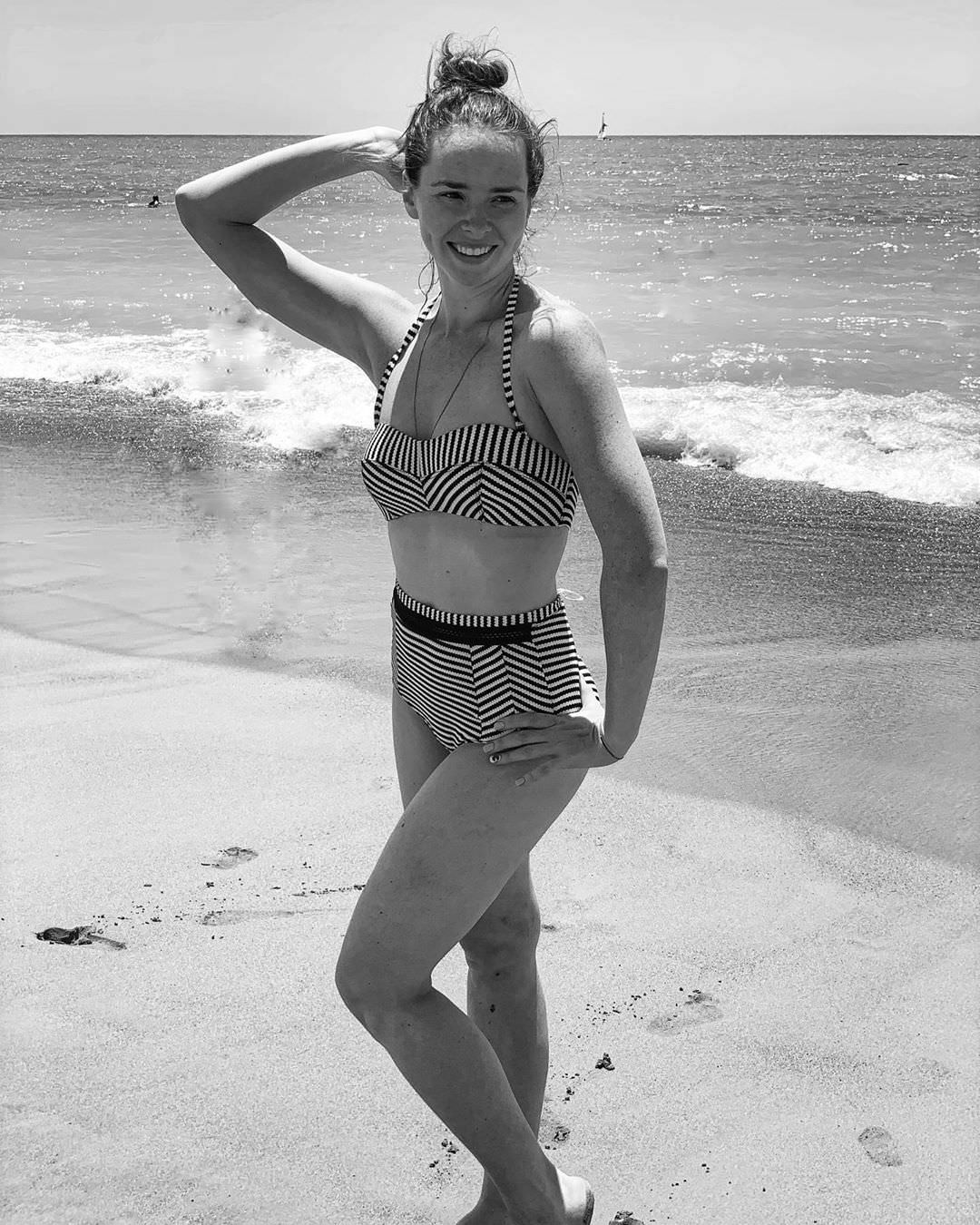 Елена Николаева фото возле воды