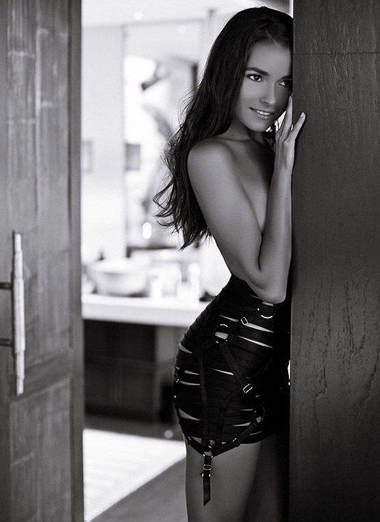 Ирена Понарошку фото в юбке