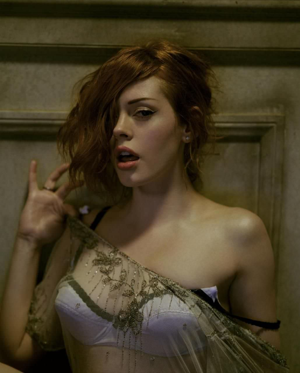 Роуз Макгоуэн фото с рыжими волосами