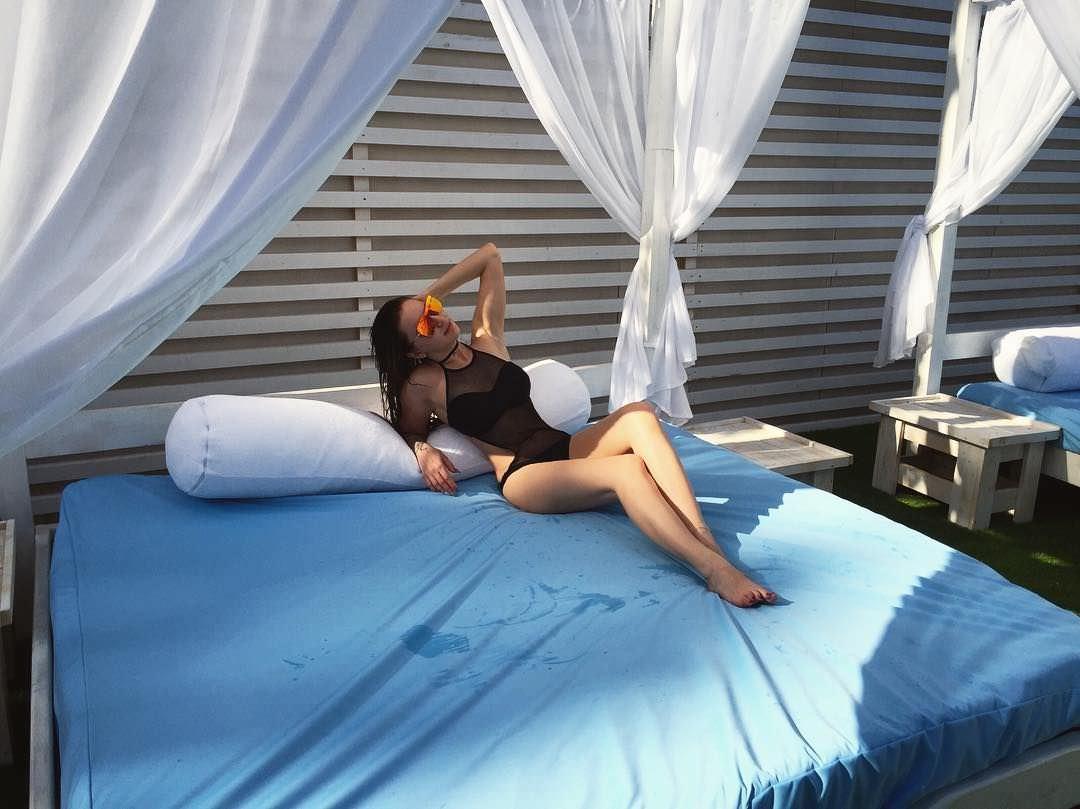 Анна Дзюба фото в купальнике