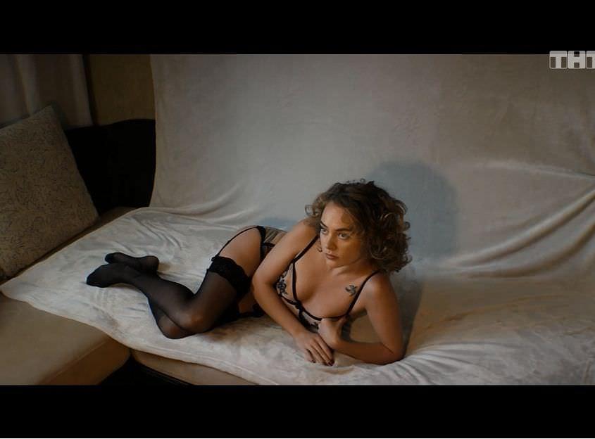 Аглая Тарасова фото на постели