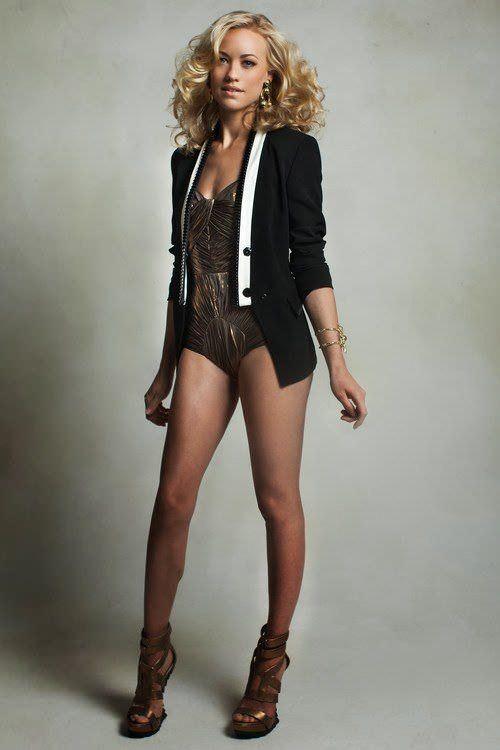 Ивонн Страховски фото в пиджаке