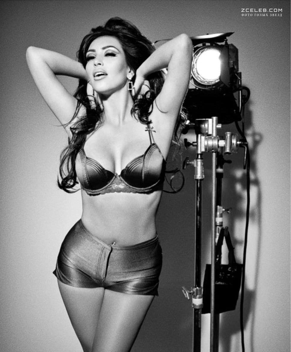 Ким Кардашян фото с камерой