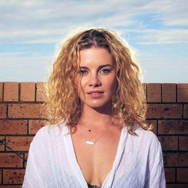 Джессика Грэйс Смит фото в рубашке