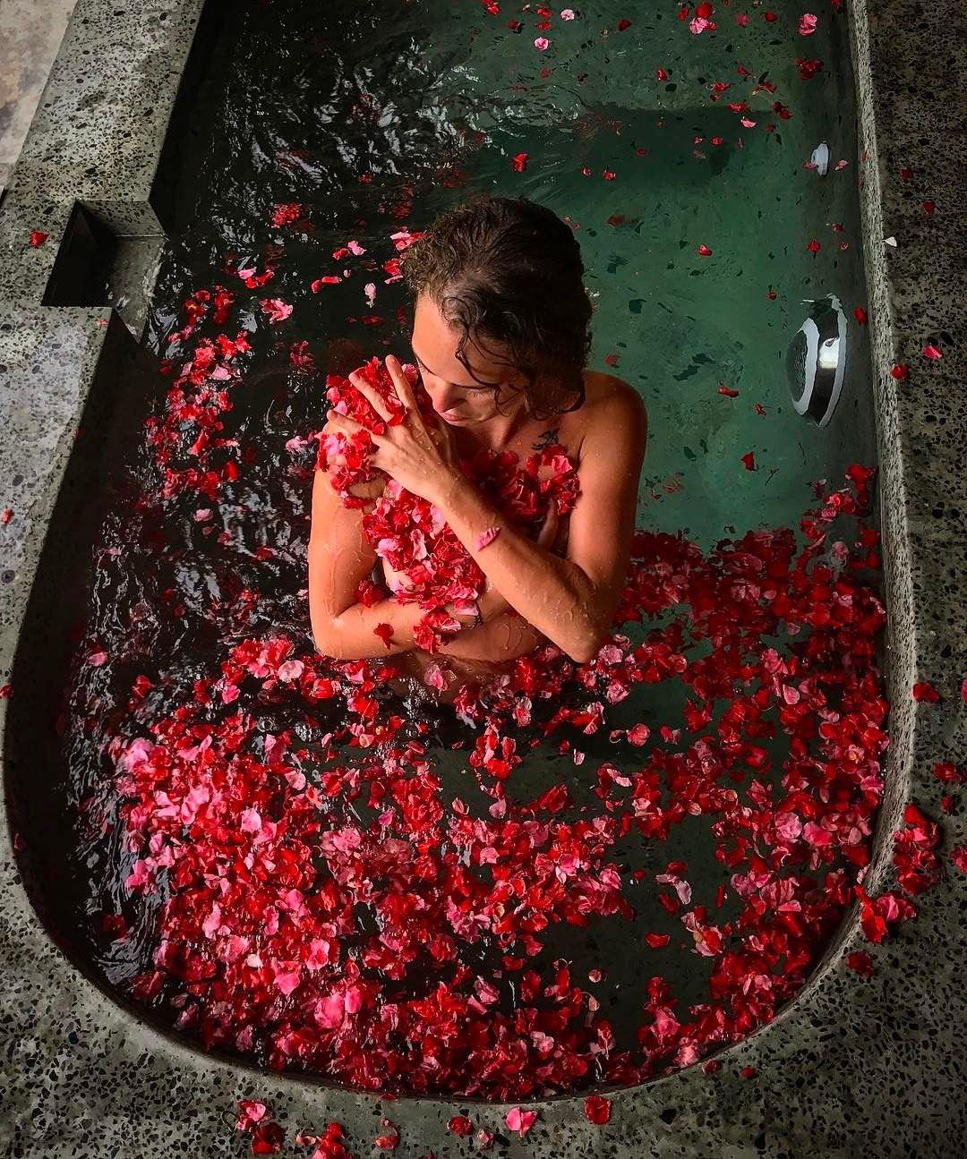 Аглая Тарасова фото в ванной