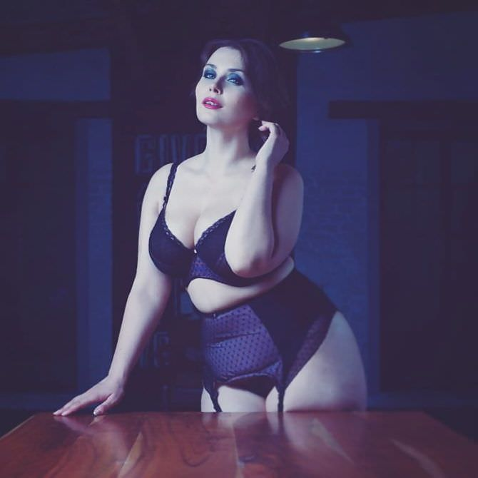 Светлана Каширова фото у стола