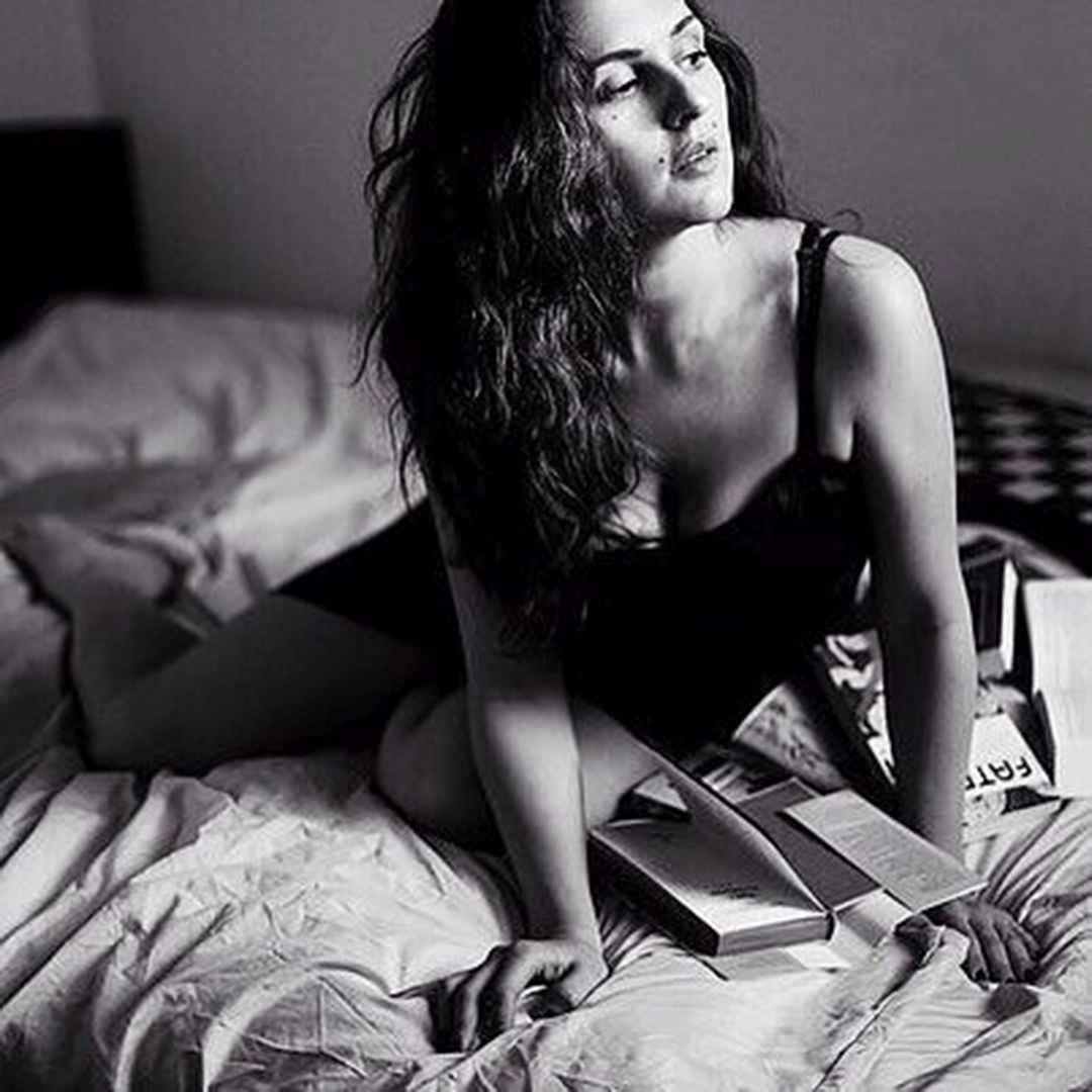 Ирена Понарошку фото в черном белье