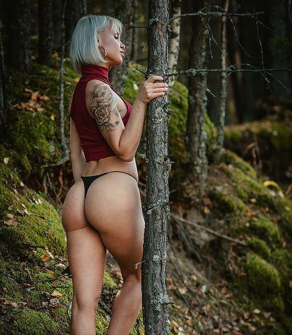 Любовь Томская фото в лесу