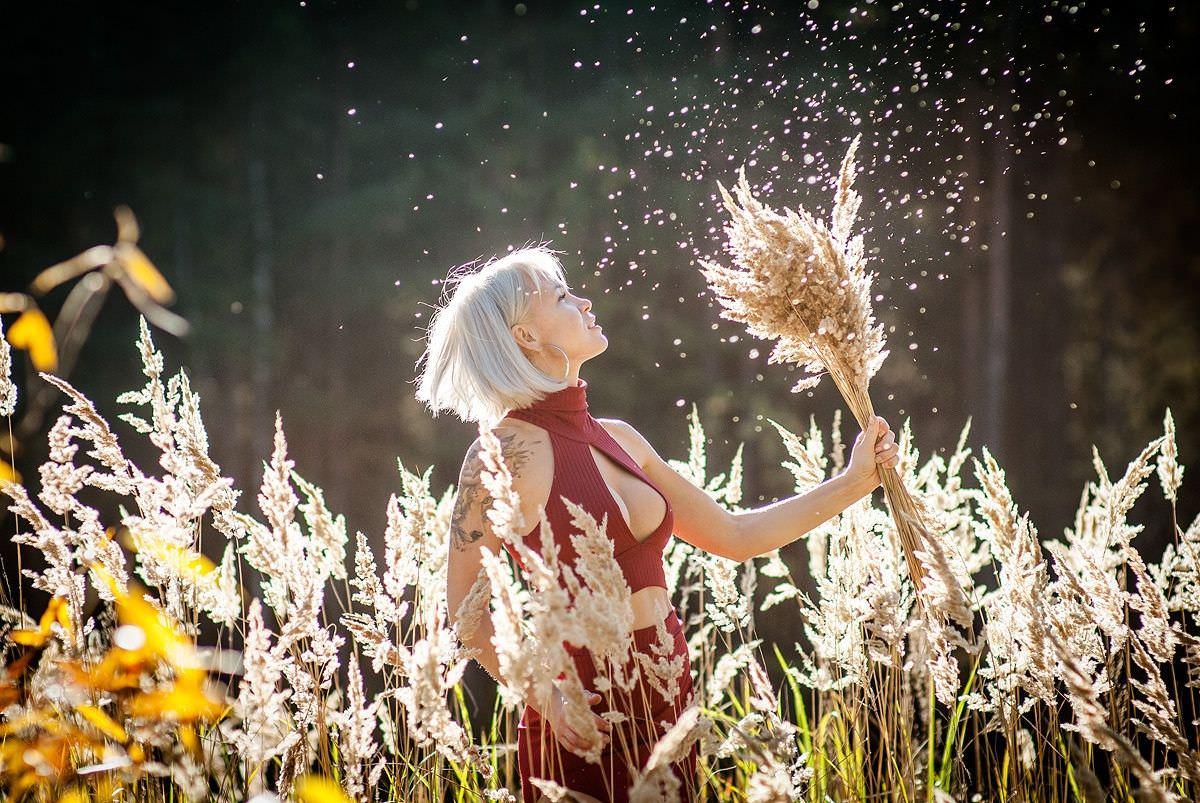 Любовь Томская фото в поле