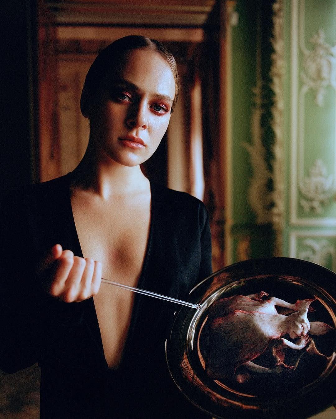 Аглая Тарасова на фотосессии