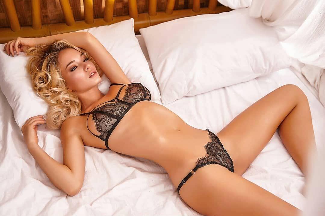Наталья Немчинова фото на кровати