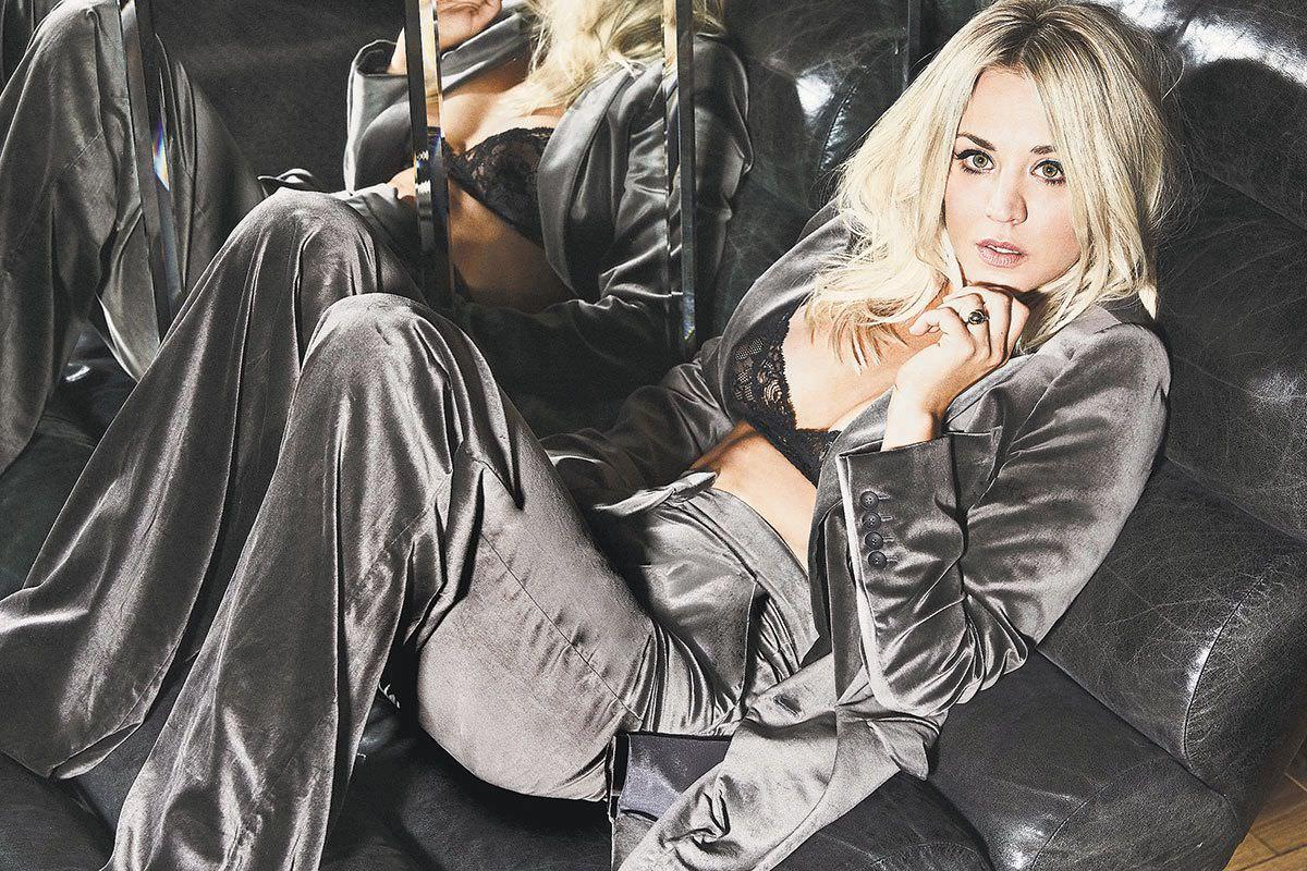 Кейли Куоко фото на диване