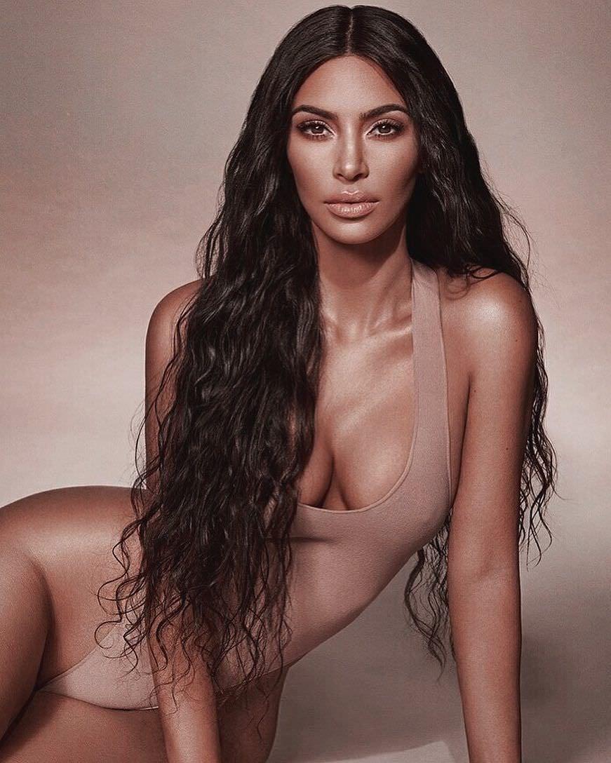 Ким Кардашян фото в боди