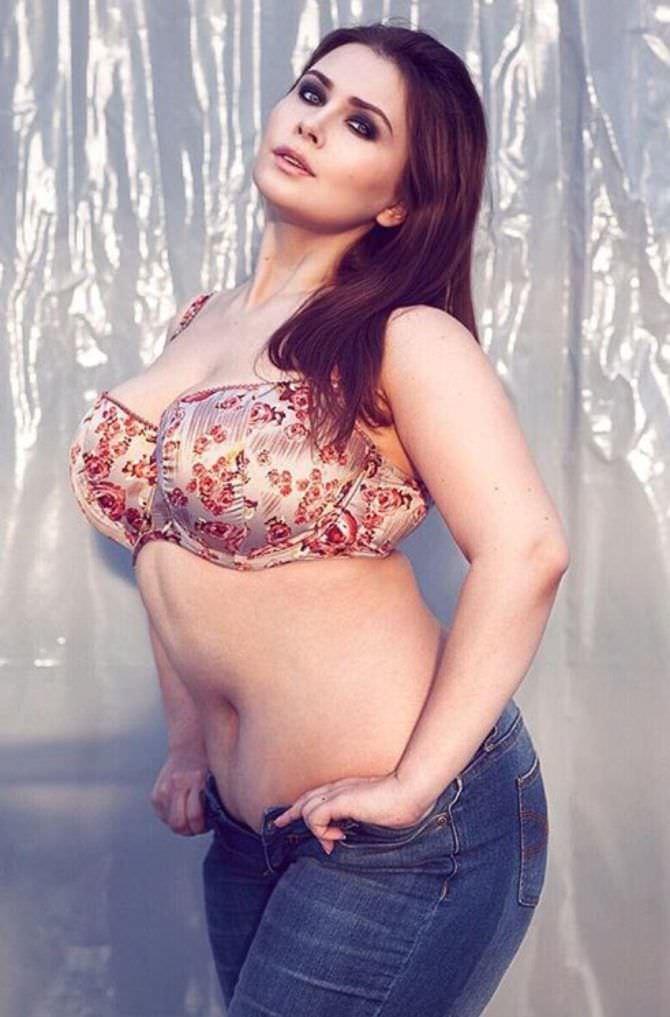 Светлана Каширова фото в цветном бюстгалтере