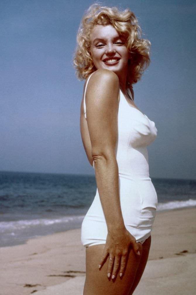 Мэрилин Монро фото в белом купальнике