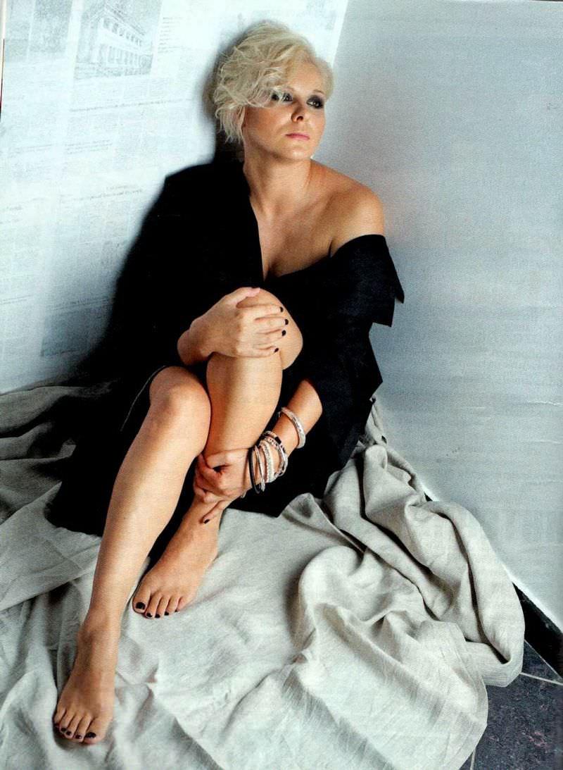 Яна Троянова фото на полу