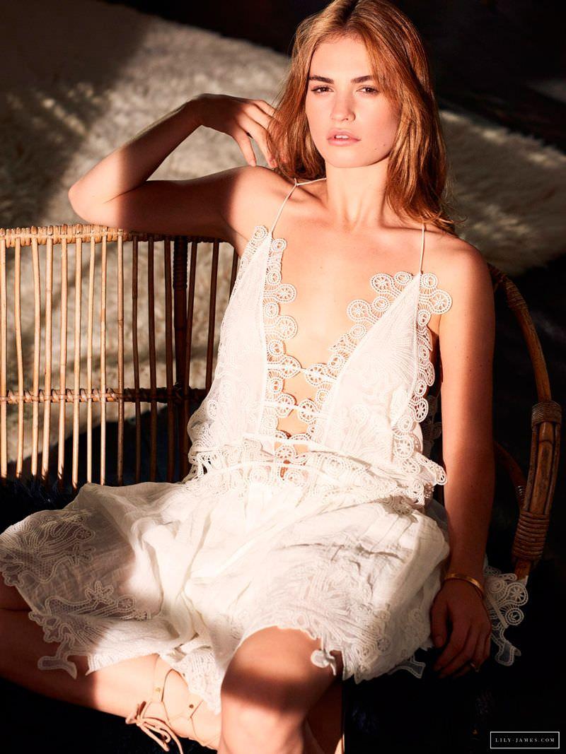 Лили Джеймс фото в платье