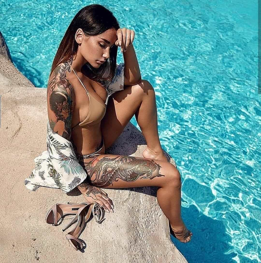 Анжелика Андерсон фото возле бассейна