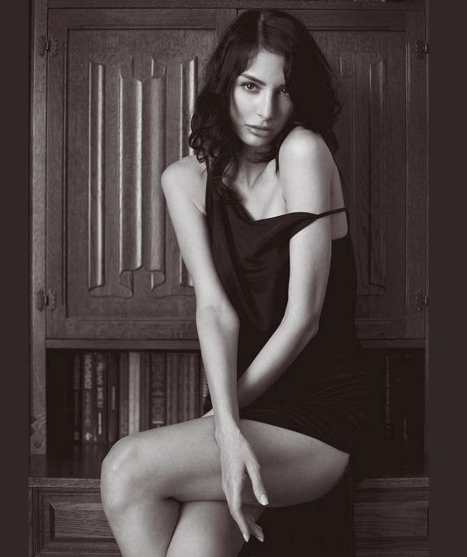 Ника Вайпер фото в коротком платье