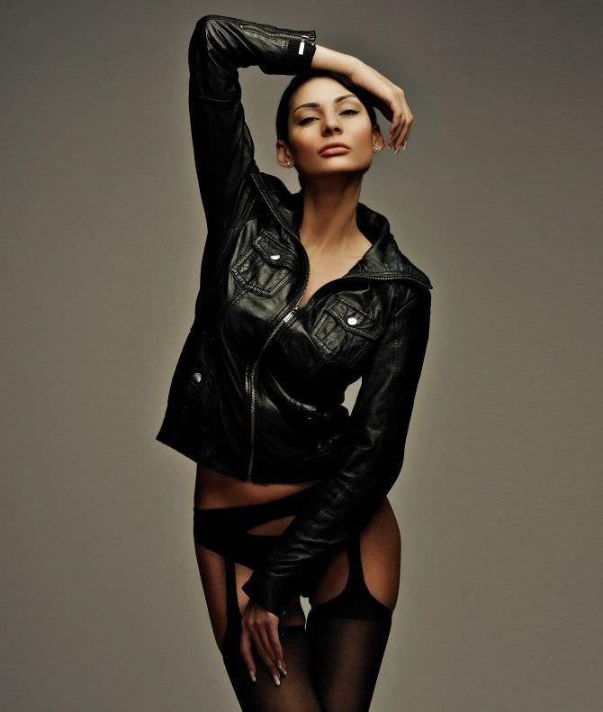 Ника Вайпер фото в кожаной куртке
