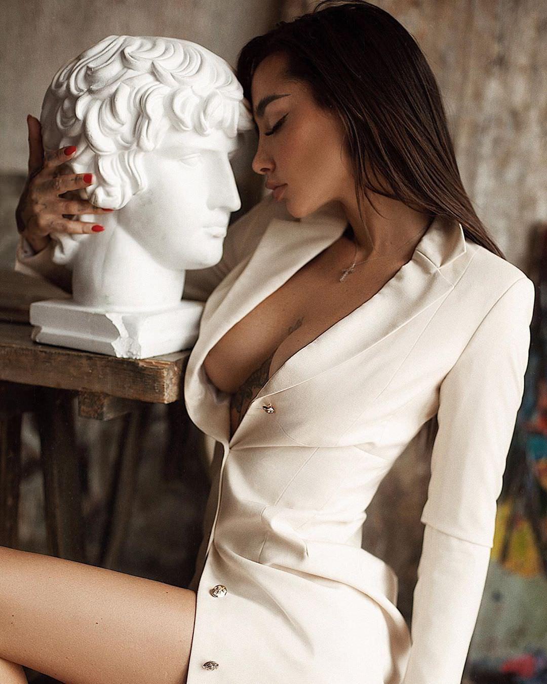 Анжелика Андерсон фото в пиджаке
