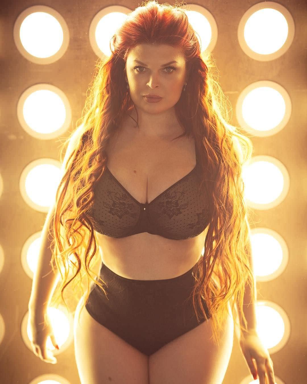 Юлия Рыбакова фото в черном белье