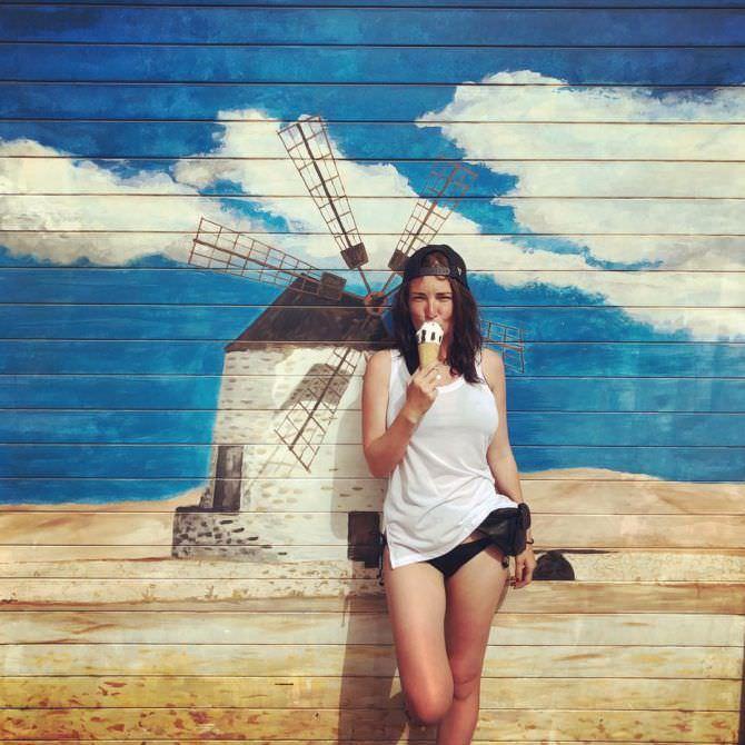 Анна Шепелева фото на фоне граффити