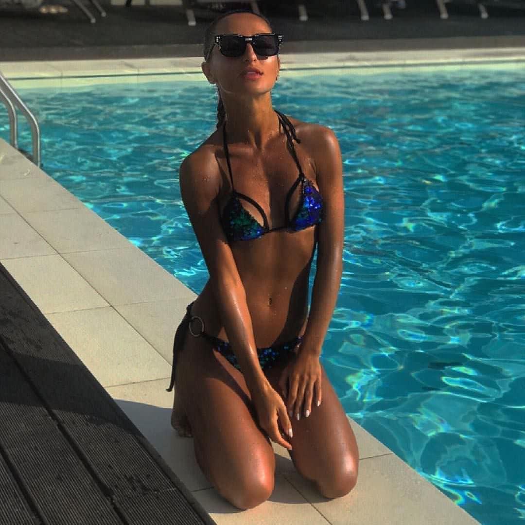 Тамара Турава фото возле бассейна