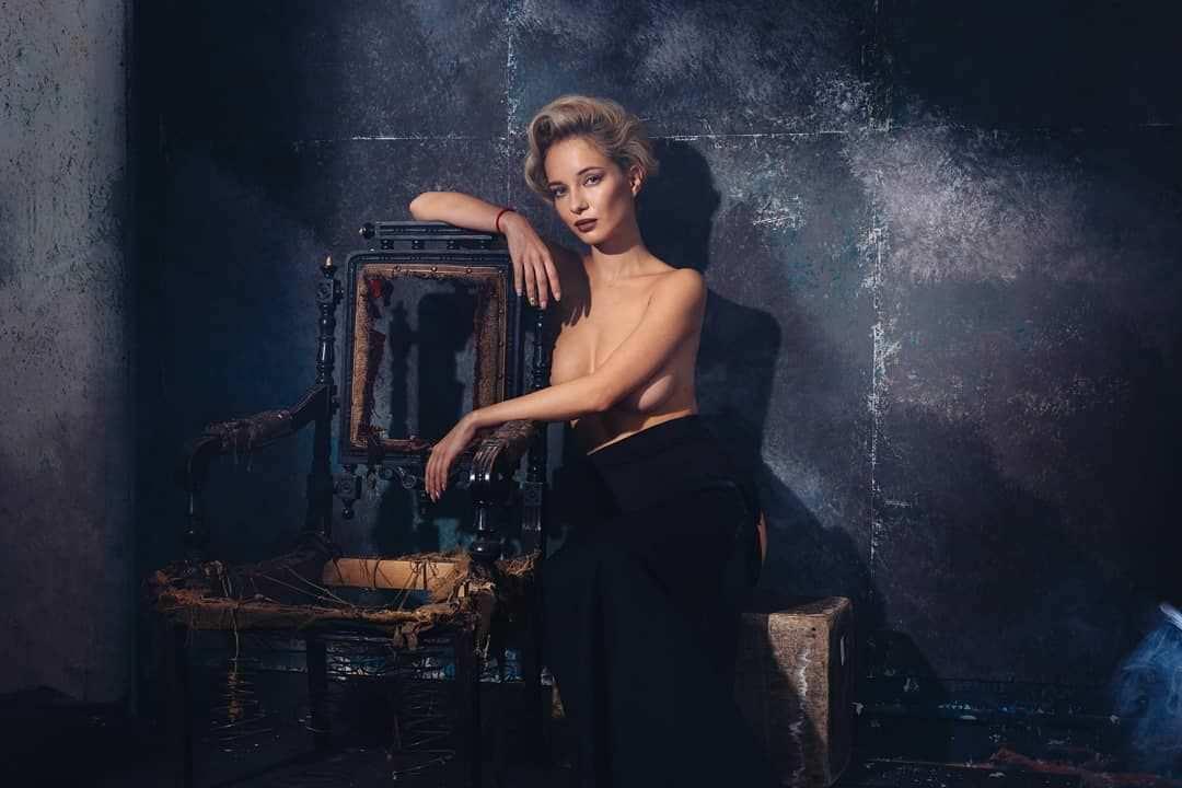Наталья Немчинова фото в юбке