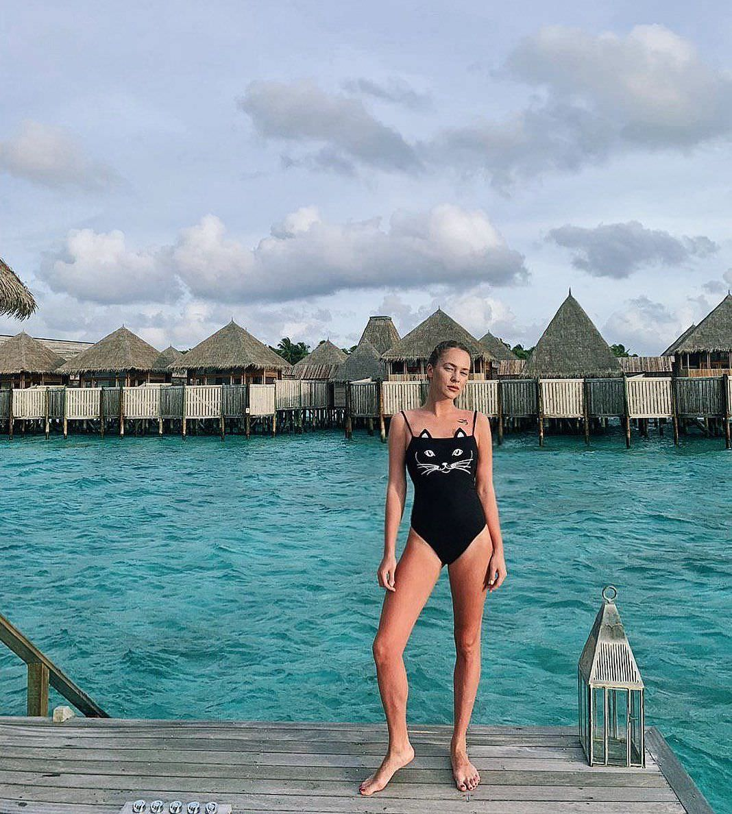 Аглая Тарасова фото возле воды