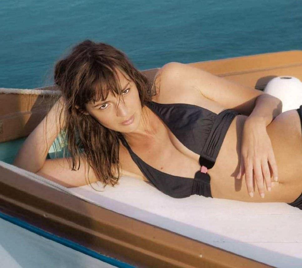Луиз Бургуан фото в купальнике