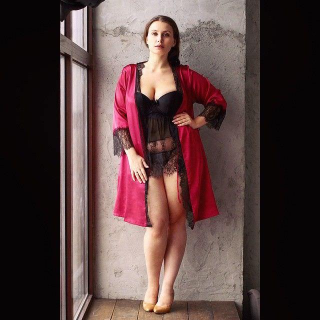 Светлана Каширова фото в красном халатике