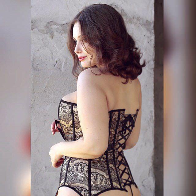 Светлана Каширова фотография в корсете в инстаграм