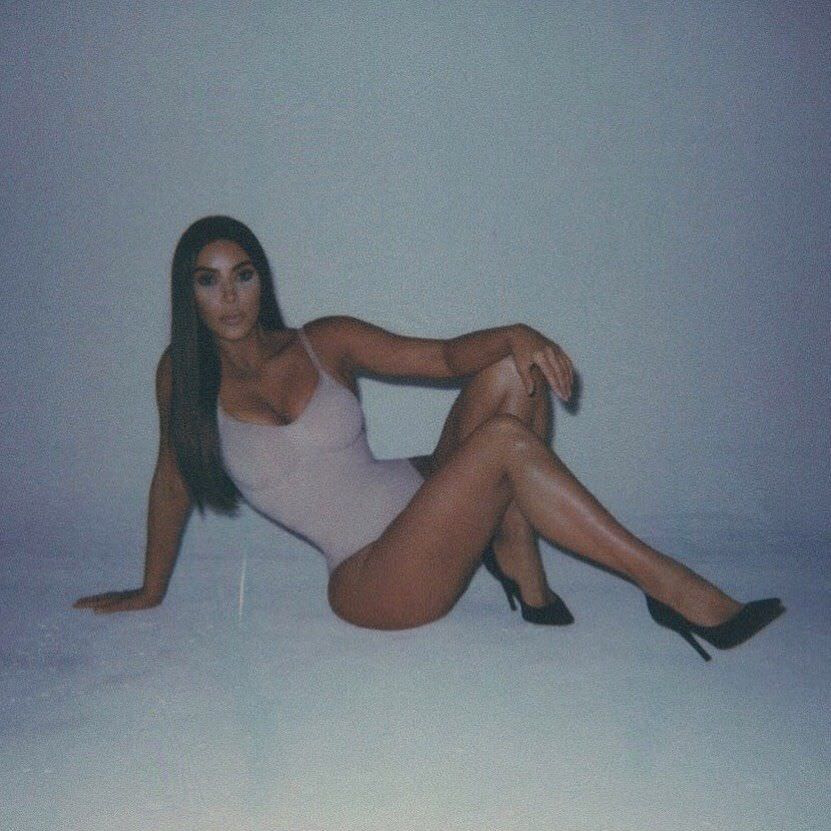 Ким Кардашян фото в туфлях