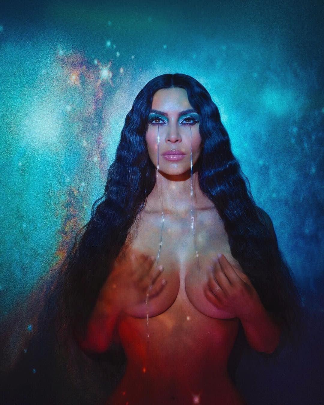 Ким Кардашян фотос распущенными волосами