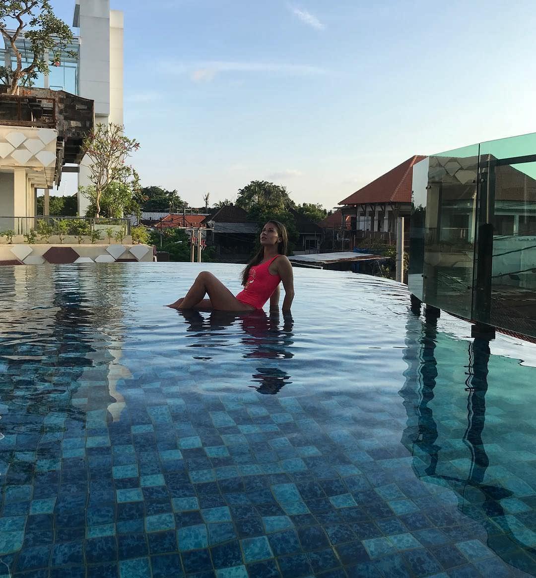 Ольга Подолян фото в бассейне
