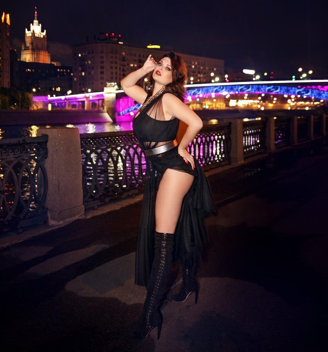 Юлия Рыбакова фото на мосту