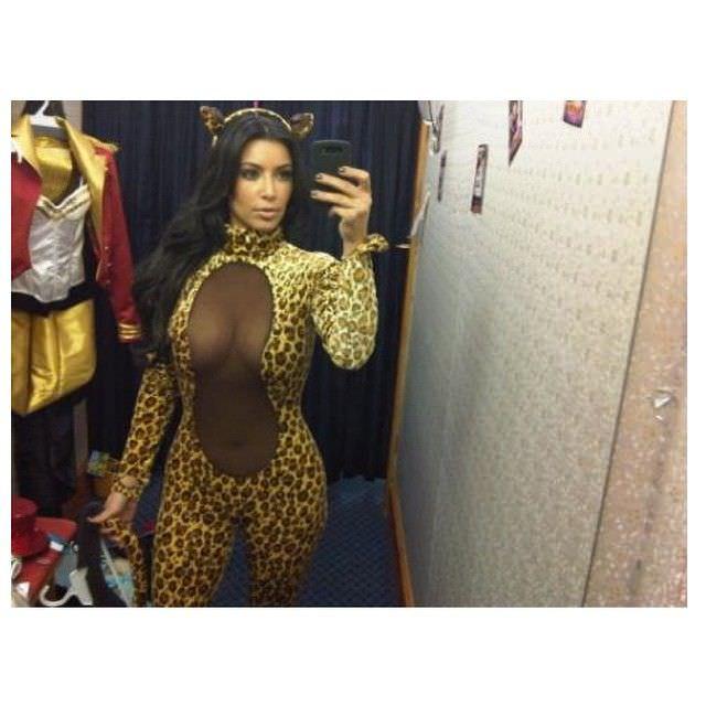 Ким Кардашян фото в примерочной
