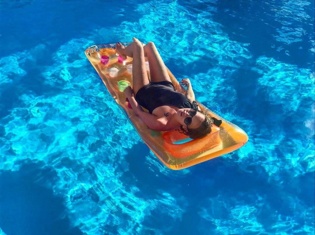 Аглая Тарасова фото в бассейне