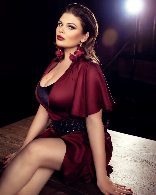 Юлия Рыбакова фото в платье