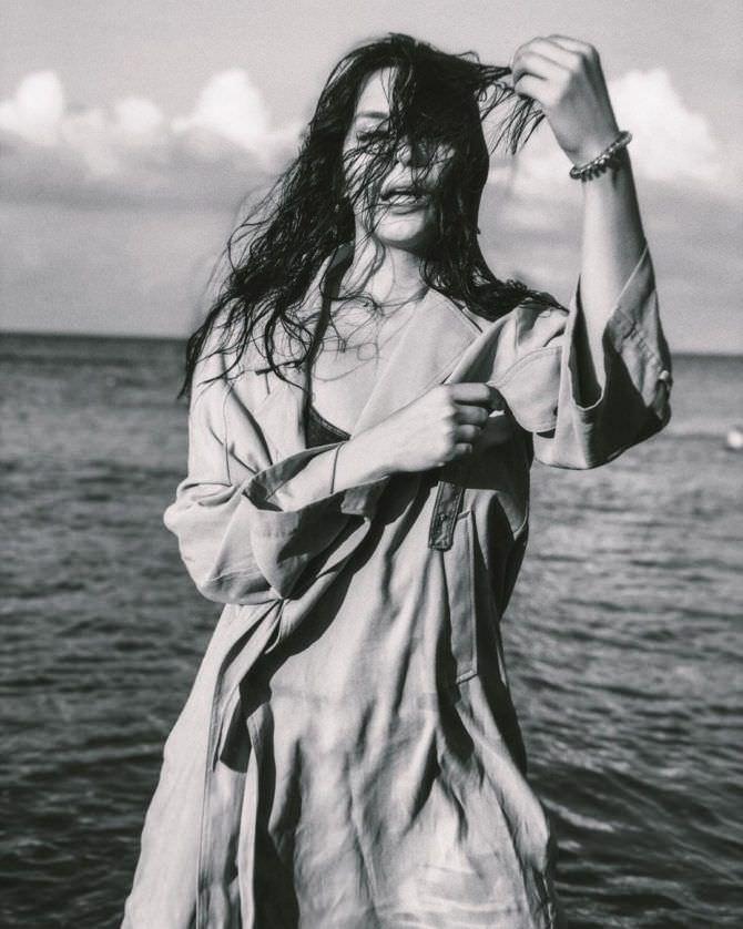 Ксения Лукьянчикова фото на пляже с растрёпанными волосами