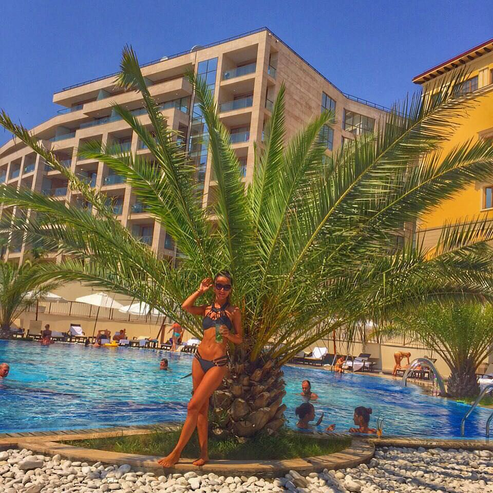 Тамара Турава фото возле пальмы